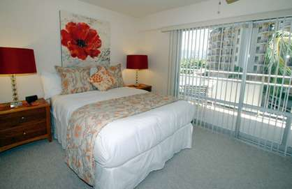 Comfy Queen Bed - Private Balcony