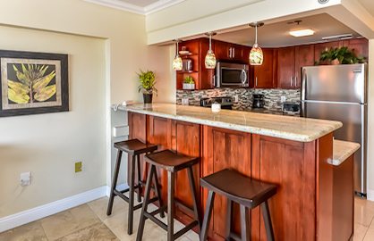 Beautiful New Kitchen / Breakfast Bar