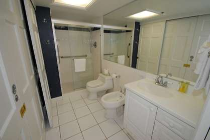 Large Bathroom w/Bidet
