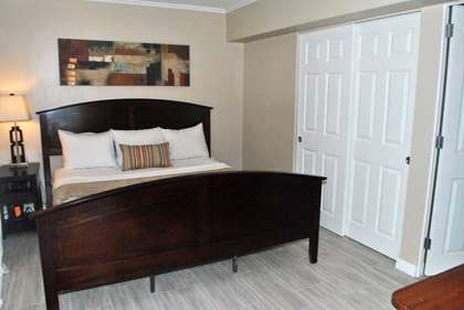 Large Master w/King Bed