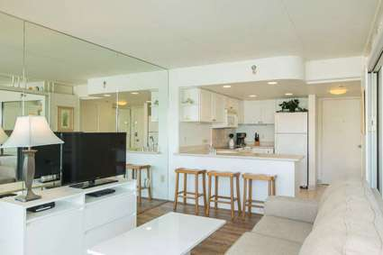Spacious Living Kitchen Area