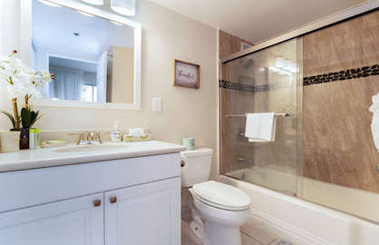 Tub/shower in Master Bath.