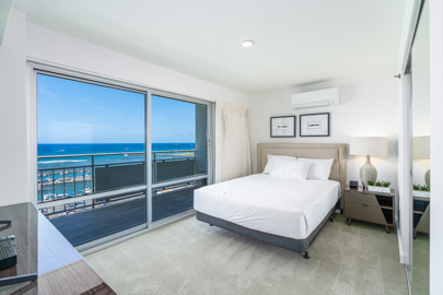 Romantic Views with Queen Bed In Master