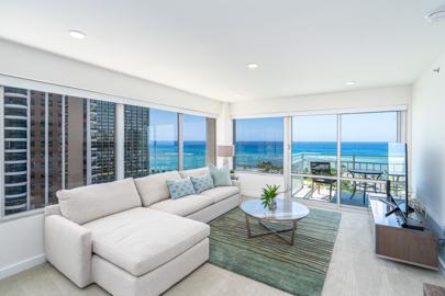 Sophisticated Elegant Living Room w/ Sofa Bed!